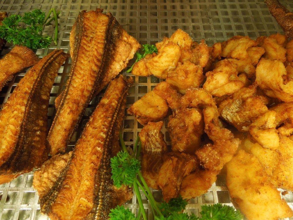 Heerlijke gebakken vis in de beste olie.